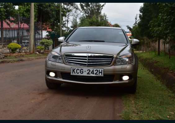2009 MERCEDEZ C200 FOR SALE IN KENYA NAIROBI